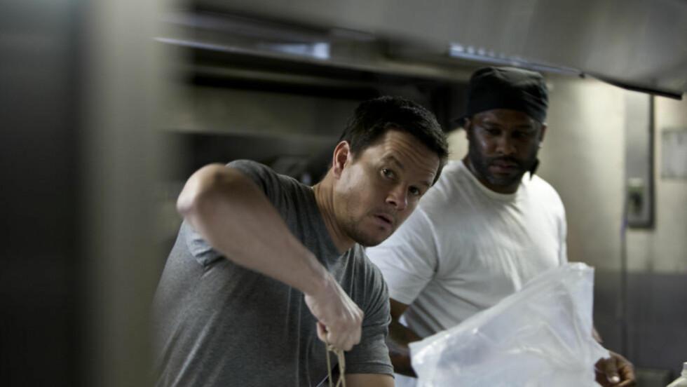 NED TIL BEINET: Smuglerfilmen «Contraband» er en nøktern og og godt sammenskrudd actionthriller. Men Mark Wahlberg blir litt konturløs.