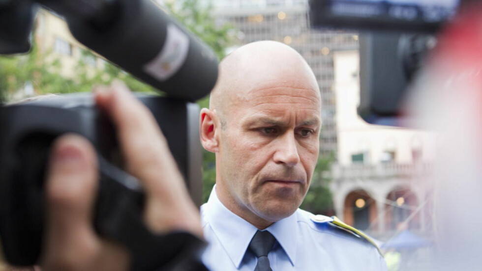 AVBRYTER PAPPAPERMEN: Politidirektør Øystein Mæland avbryter i morgen sin foreldrepermisjon for å motta dommen over politiet i håndteringen av 22. juli-hendelsene. Her fra 23. juli i fjor, dagen etter terrorangrepene. Foto: Berit Roald / Scanpix