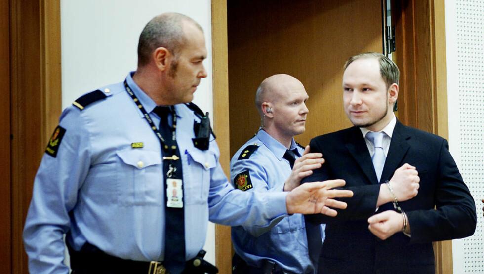 HARDERE AVHØR: Anders Behring Breivik spørres fortsatt ut av politiet om han hadde medhjelpere i planleggingen eller gjennomføringen av terrorhandlingene 22. juli. Bildet er fra fengslingsmøtet tidligere i år.  Foto: Nina Hansen / Dagbladet
