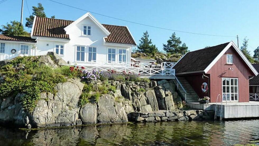 TIL LEIE: Ledig sjøhytte i Søgne utenfor Kristiansand med båt og innredet sjøbod. Primærrom 140 kvm 10 sengeplasser. 5 soverom. Pris per. uke fra 20.000 til 25.000 kr.  Faksimile: Finn.no