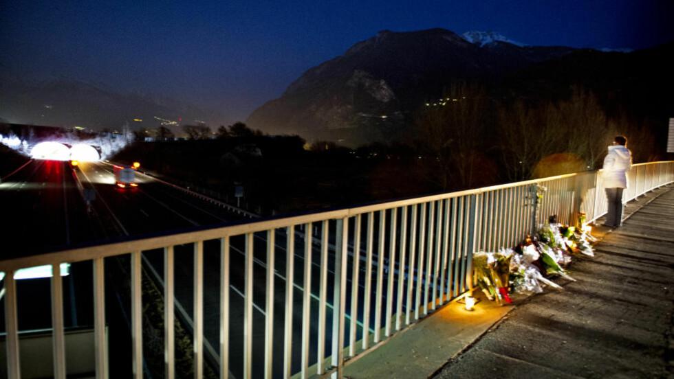 SØRGER: 22 barn og seks voksne ble drept drept i denne tunnelen. Maude (33) minnes de drepte. Foto: John T. Pedersen / Dagbladet