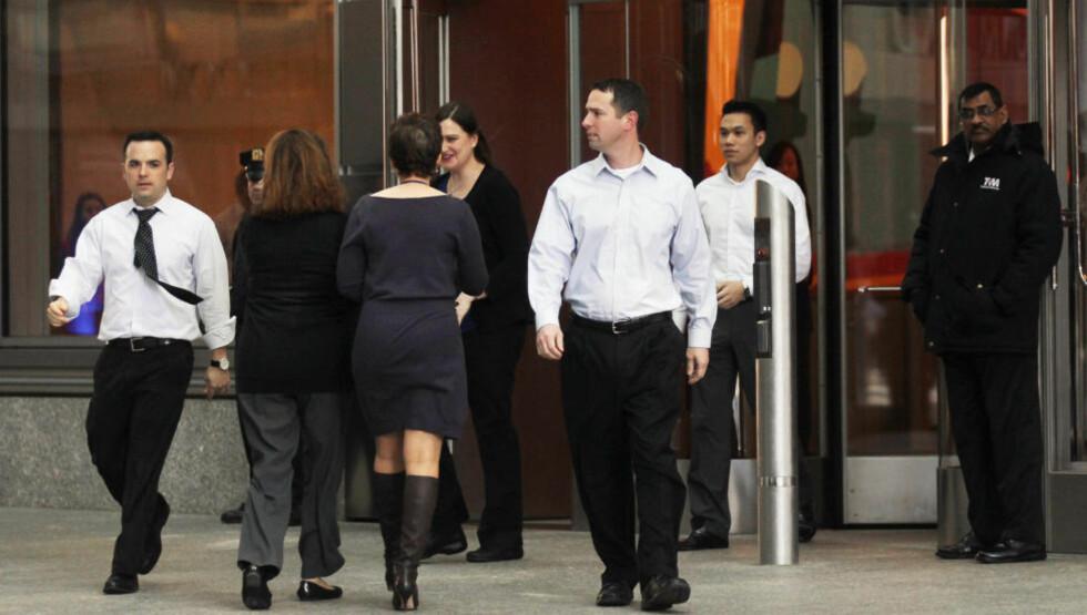 UTSKJELT: Her går ansatte inn og ut av bankens New York-kontor. Tidligere medarbeider Greg Smith ryster nå både banken og finansverden med sitt særdeles bitende avskjedsbrev i The New York Times. Foto: Scanpix