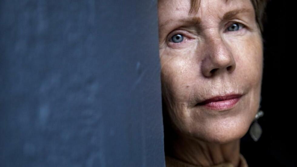 FORNØYD: Krimforfatter Karin Fossum takket ja til at svenske Tre Vänner skal lage internasjonale krimfilmer av hennes ti første bøker om Konrad Sejer. Foto: Lars Lindqvist / Dagbladet