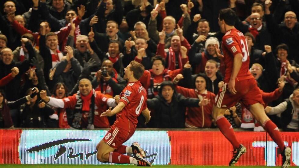 Mange tippere tenker ukritisk at Liverpool på hjemmebane; den er sikker. Men Liverpool har bare vunnet fem av 14 hjemmekamper når dette skrives. Her feirer Steven Gerrard scoring i én av dem; 3-0 hjemme mot Everton. Foto: EPA/PETER POWELL
