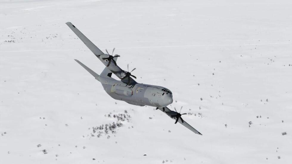 FLYTYPEN: Dette bildet viser flytypen C-130J Hercules, som ble meldt savnet i ettermiddag. Foto: FORSVARET