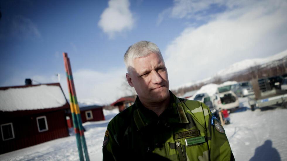 KREVENDE FORHOLD: Oberstløytnant Mikael Nordmark forteller om søkets omfang. - Dette er det verste området i Sverige et fly kunne gått ned i, sier han til Dagbladet. Foto: Anita Arntzen / Dagbladet