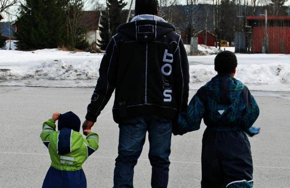 PAPPAGUTTER: - De er veldig knyttet til faren sin. De er gutter, ser opp til ham, leker, spiller fotball. De trenger faren sin, sier Susanne om sine to sønner.