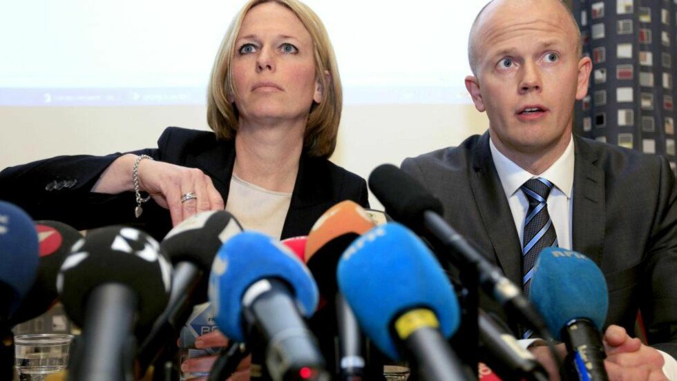 KALLER INN BREIVIKS MOR:  Statsadvokat Inga Bejer Engh og Svein Holden har i dag levert sin bevisoppgave til Oslo tingrett. De vil blant annet kalle inn Breiviks mor som vitne.  Foto: SCANPIX/Lise Aserud