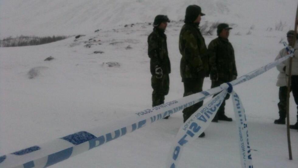 SPERRET: Svensk politi har sperret av et område som fører inn til fjellet. Foto: Anita Arntzen / Dagbladet