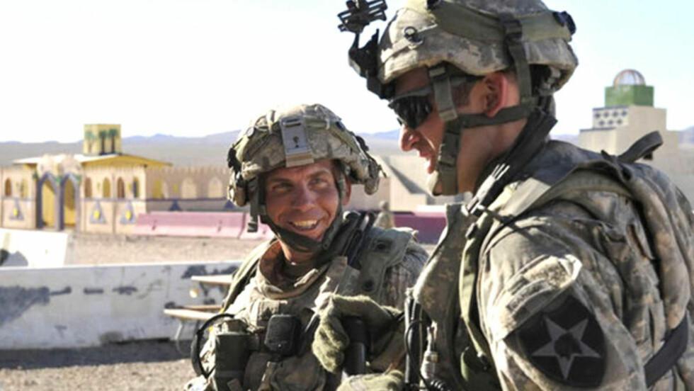 I SJOKK: Naboer og bekjente av sersjant Robert Bales (t.v) er i sjokk etter at han drepte 16 sivile i Afghanistan. Foto: AFP/Scanpix