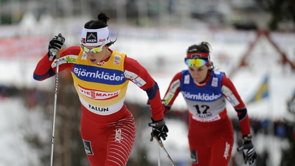 TOK TOUREN: Marit Bjørgen avgjorde minitouren i Falun foran Heidi Weng (t.h.) og sikret samtidig en klar seier i verdenscupen. Her fra gårsdagens 10-kilometer. Foto: Anders Wiklund, Scanpix
