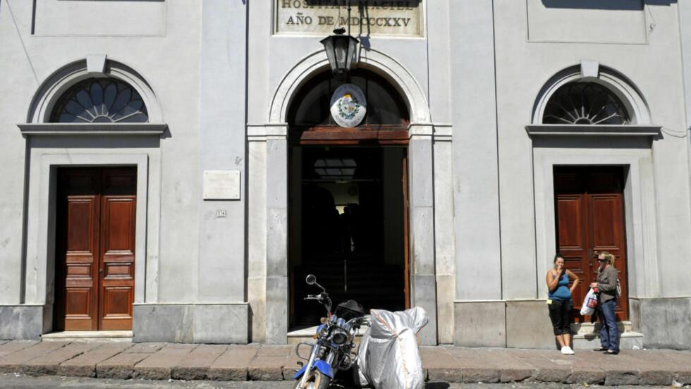 SYKEHUSET: Her er det offentlige sykehuset Maciel i Montevideo, Uruguay. En sykepleier som er ansatt her er arrestert etter politiet har avdekket en rekke mistenkelige dødsfall ved sykehuset. Foto: AP Photo/Matilde Campodonico/Scanpix