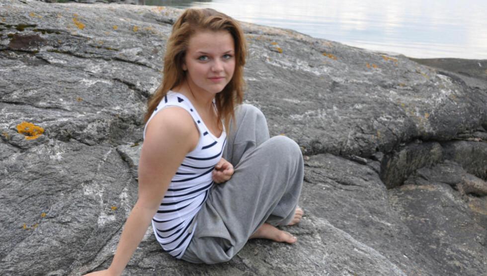PIKEN MED PERLEØREDOBBENE: Død av overdose, 15 år gammel. Ragnhild Embla Helsengreen gledet seg til å konfirmere seg. Hun rakk aldri å begynne i 10. klasse. Hvorfor? Siren Henschien forsøker i den nye boka «Hun ville jo ikke dø» å gi noen svar. Foto: Solveig Lobben