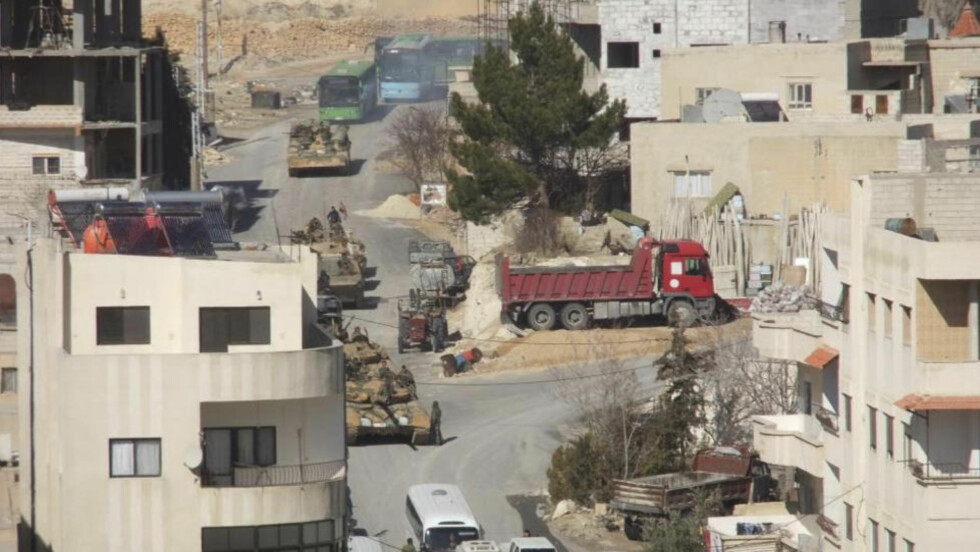 KAMPER I HOVEDSTADEN: Syriske regjeringsstyrker omringet et nabolag i ambassadestrøket Mezze i natt. Norge vurderer fortløpende om de skal ha sin ambassade åpen, men velger foreløpig å bli. Foto: Scanpix