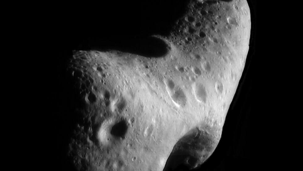 MANGE SKJULTE ASTEROIDER: Mer enn 500 000 uoppdagede objekter kretser i nærheten av jorda. Dette er en av de oppdagede - Eros. Foto: NASA/AFP/Scanpix