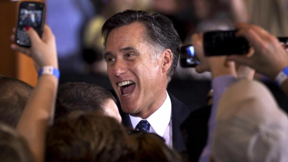 VANT: Mitt Romney vant en overlegen seier i Republikanernes nominasjonsvalg i den amerikanske delstaten Illinois og kunne høste applaus fra sine tilhengere. Foto: Steven Senne/AP/Scanpix