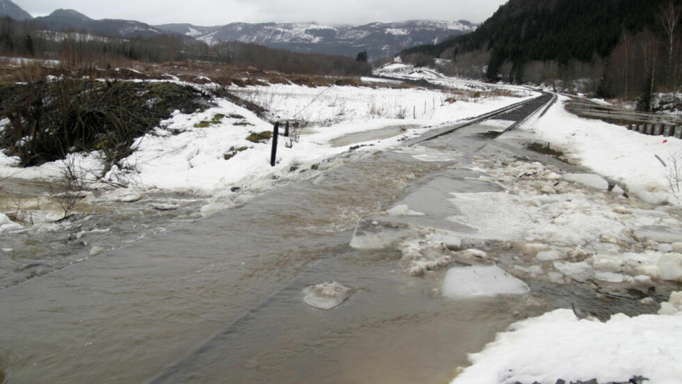 STORFLOM: Vårflom i Hegra i 2011. Massiv snøsmelting skapte oversvømmelser som førte til at Meråkerbanen måtte stenges ved Hegra i Nord-Trøndelag. Nå ventes ny storflom. Foto: Tor Aage Hansen / Scanpix