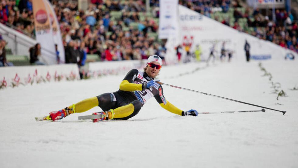 I GODT HUMØR: Petter Northug tok for en gangs skyld et nederlag med et smil om munnen. Her etter å ha blitt slått ut i semifinalen på 500 meter, av to svensker. Foto: Sveinung U. Ystad, Dagbladet