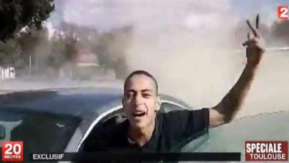 LOVPRISTE AL-QAIDA:  Kritikere til fransk etterretnings spør hvordan Mohamed Merah kunne opererere radaren. Nå vil president Nicolas Sarkozy innføre en ny lov om bedre overvåkning av vaner på nett. FOTO: EPA/FRANCE 2/SCANPIX.