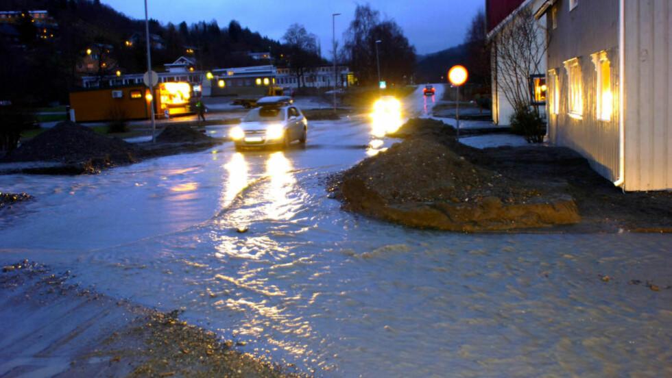VERDAL: Hovedveien gjennom Vuku sentrum i Nord-Trøndelag etter en tidligere flom. Foto: Geir Otto Johansen / SCANPIX