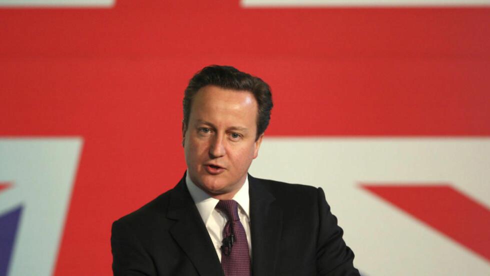 DØR-MØTE: Storbritannias statsminister David Cameron har tidligere fordømt «makt-fiske etter penger og en koseklubb på toppen som tar avgjørelser ut fra egne interesser». Nå møter han seg selv i døra etter avsløringer om Det konservative partiets pengeinnsamler Peter Cruddas. Her er Cameron under en tale på det skotske konservative partiets konferanse i Troon i Skottland for to dager siden. Foto: REUTERS/David Moir