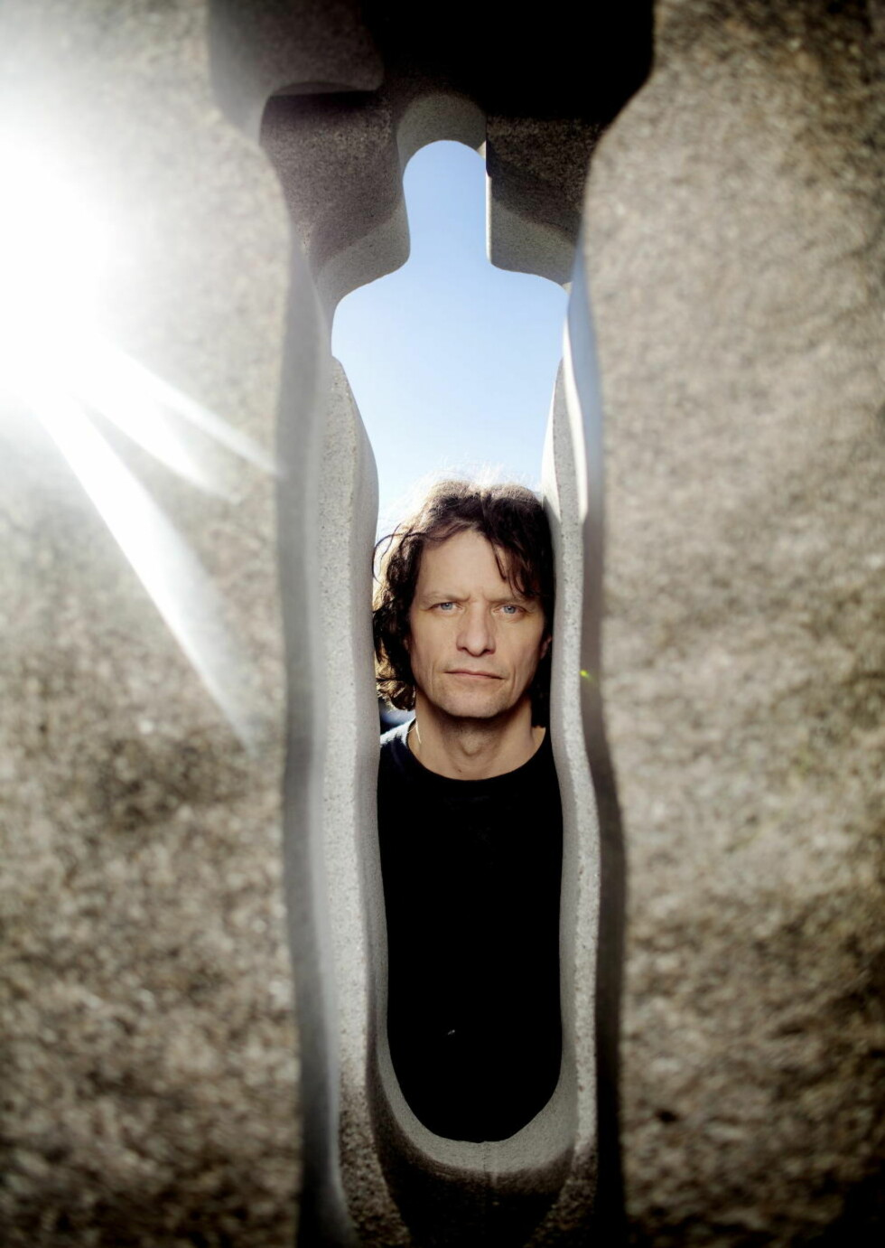 Bauta: Kunstner Nico Widerberg har fått merke at det ikke er enkelt å hogge en hel nasjons sorg i stein.