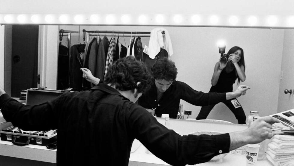ACCESS ALL AREAS: Lynn Goldsmith i tett dialog med den daværende kjæresten Bruce Springsteen. Foto: Lynn Goldsmith