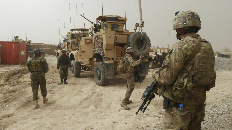 I AFGHANISTAN: Her holder amerikanske soldater vakt ved en enngang til en amerikansk base i Kandahar. Foto: REUTERS/ Ahmad Nadeem/Scanpix