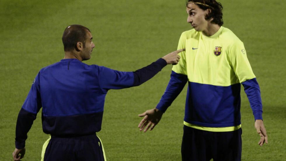 IKKE PERLEVENNER: Pep Guardiola og Zlatan Ibrahimovic under Barcelona-trening i desember 2009. Svensken fortalte om det problematiske forholdet til Barca-sjefen i selvbiografien han ga ut i fjor. Foto: Bernat Armangue, AP/NTB Scanpix