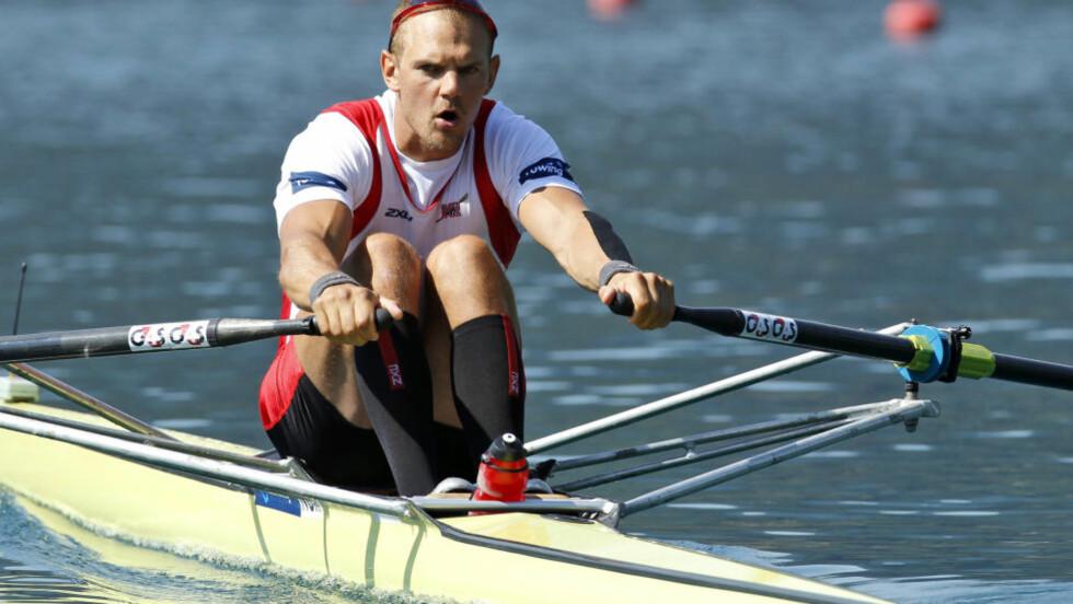 KRITISK TIL PRISER: Olaf Tufte er medaljehåp i roing i London-OL. Han er kritisk til høye billettpriser. Foto: AP Photo/Darko Bandic