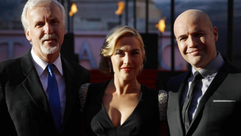 PÅ PREMIERE: Regissør James Cameron med skuespillerne Kate Winslet og Billy Zane. Foto: Joel Ryan / NTB Scanpix