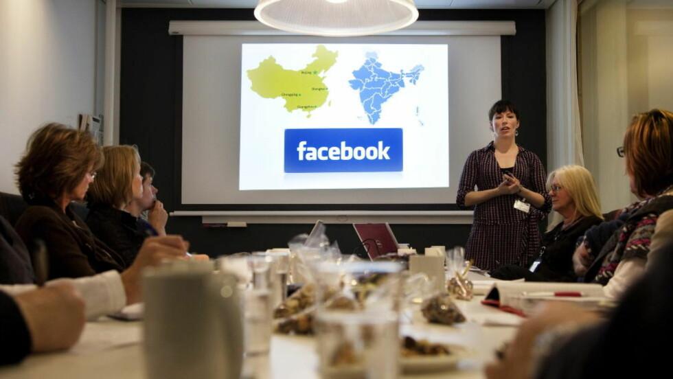 KOMMET FOR Å BLI: Nesten tre millioner nordmenn har egen profil på nettstedet Facebook. Flere norske bedrifter har også kastet seg på Facebook-bølgen, men enkelte famler i blinde for å finne riktig måte å kommunisere på, ifølge førstelekter på BI, Cecilie Staude. Dette bildet er fra bedriftsorientering om hva Facebook gjør med Norge fra Oslo i 2010. FOTO: AGNETE BRUN/DAGBLADET