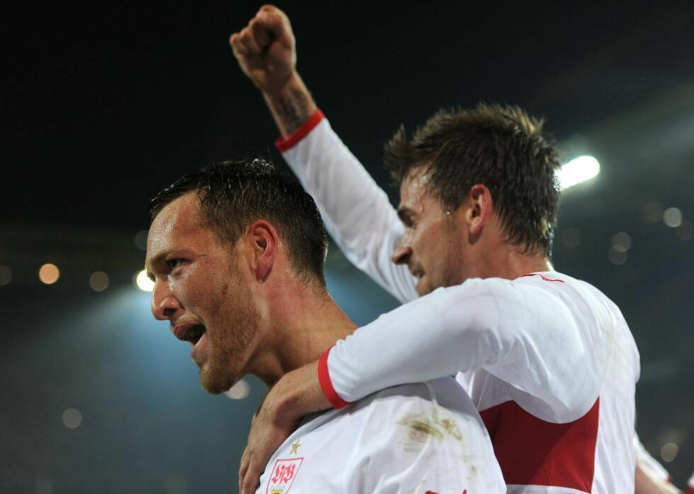 MÅLFEST: Stuttgart lå under 0-2, snudde til 3-2 og havnet under 3-4 før Christian Gentner utliknet på overtid borte mot Dortmund.Foto: AFP PHOTO / PATRIK STOLLARZ / NTB scanpix