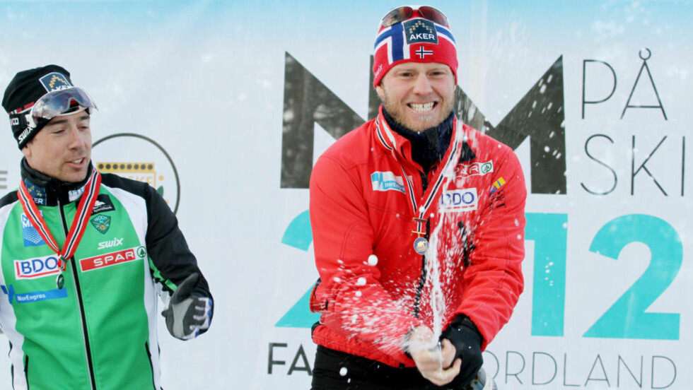KOMFORTABEL SEIER: Gullvinner Martin Johnsrud Sundby (t.h.) vant med over minuttet ned til sølvvinner Eldar Rønning. Foto: Skiforbundet / NTB scanpix