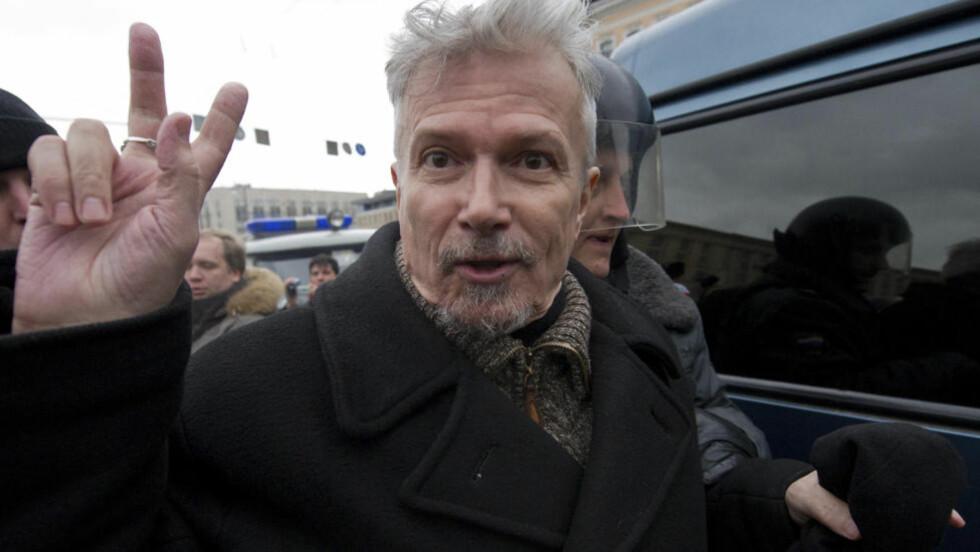 Opposisjonsleder Eduard Limonov ble pågrepet under en av demonstrasjonene i dag. Foto: REUTERS/Ilya Varlamov/SCANPIX