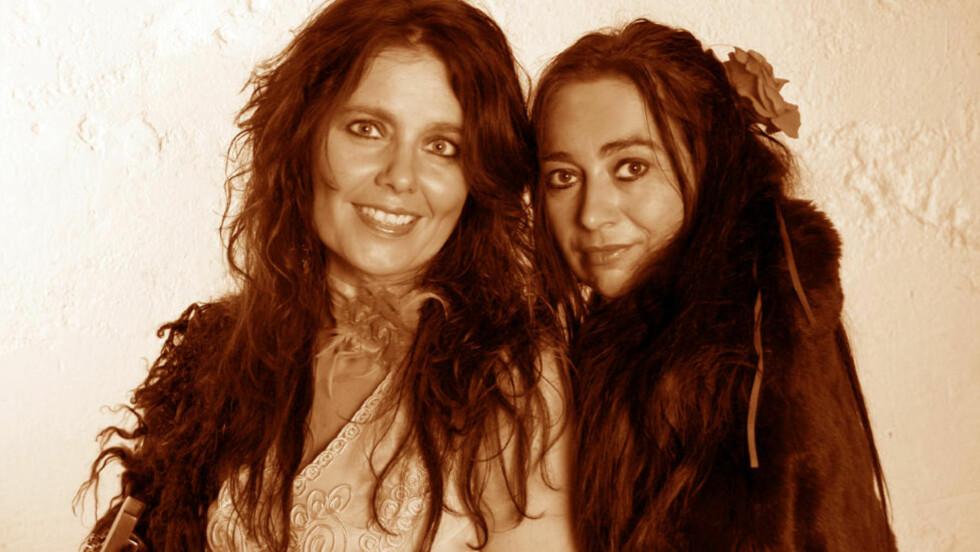 WOMEN IN BLUES: Margit Bakken (t.v.) og Rita Engedalen med norske og utenlandske musikervenner.