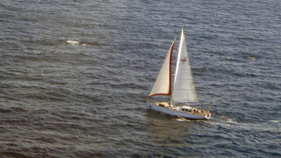 «Nilaya»: Her er Jarle Andhøy på vei mot Antarktis. Han ville finne ut hva som skjedde med «Berserk» da båten forliste i fjor, men måtte vende nesa mot Sør-Amerika uten svar. Foto: New Zealand Custom Service / Scanpix