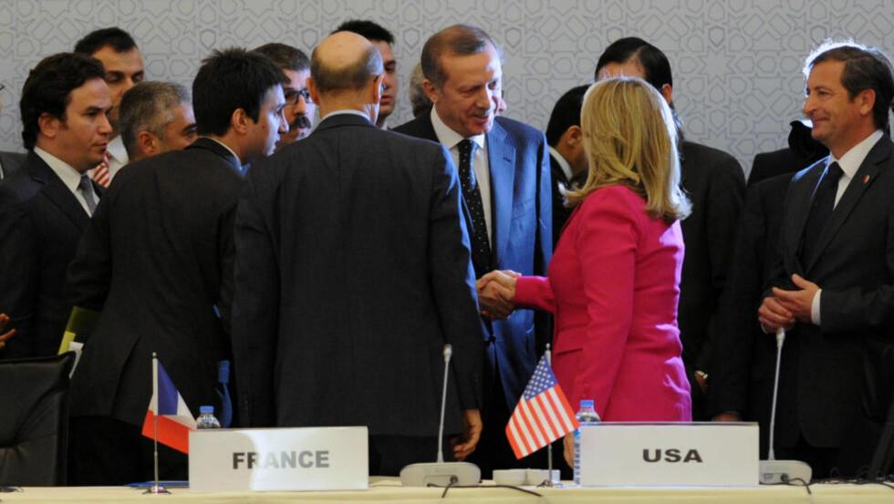ANERKJENNER SNC: Støttegruppa «Syrias venner» anerkjenner opposisjonens paraplyorganisasjon Syrias nasjonalråd (SNC) som en legitim representant for «alle syrere». Foto: AP Photo/Scanpix