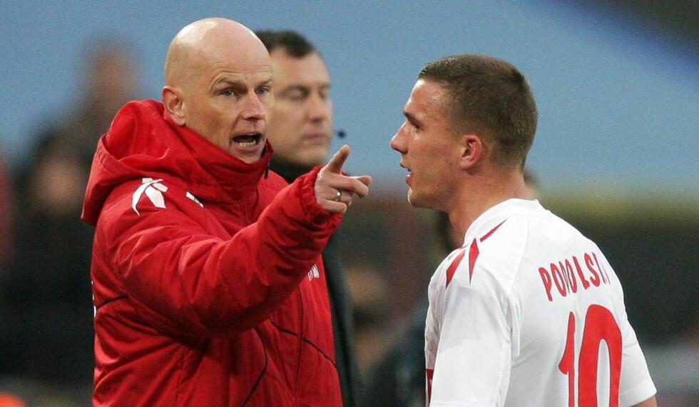KAN HA REDDET STÅLE:Ståle Solbakken får fortsette som Köln-trener. Noe av grunnen kan være hans gode forhold til Lukas Podolski. Foto: EPA/ROLF VENNENBERND