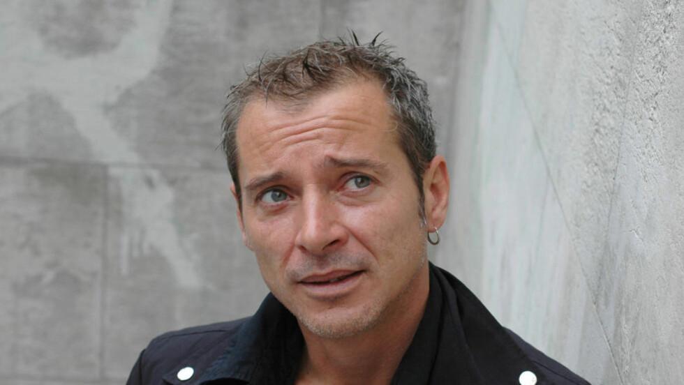BESTSELGER: Caryl Férey er et av Frankrikes nye stjerneskudd på thrillerhimmelen. Med den store romanen «Zulu» introduseres han på norsk. Foto: ASCHEHOUG