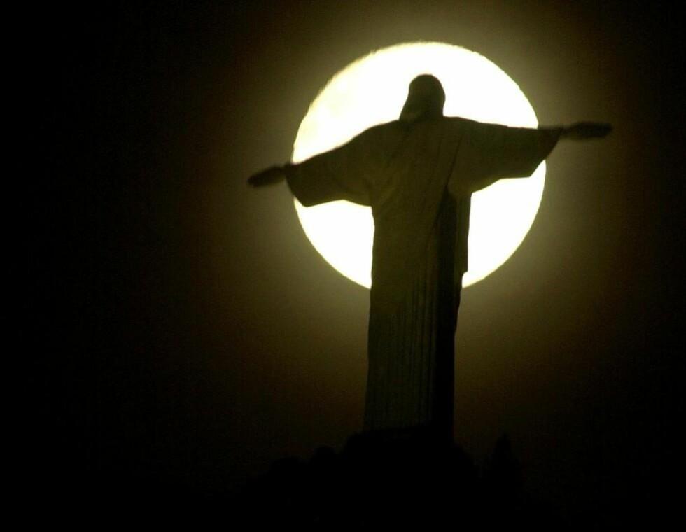 JESUS OG MÅNEN: To faktorer som er nært knyttet til bestemmelse av det kristne påsketidspunktet. Foto: AP Photo/Douglas Engle/NTBSCANPIX