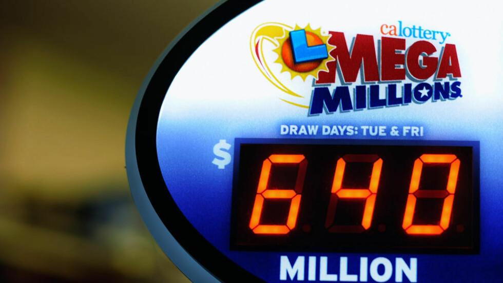 REKORD-GEVINST: Mega Millions hadde 30. mars en rekordtrekning på 640 millioner dollar (3,7 milliarder kroner). Gevinsten ble delt på tre heldige vinnere. Foto: Kevork Djansezian / Getty Images / AFP / NTB Scanpix