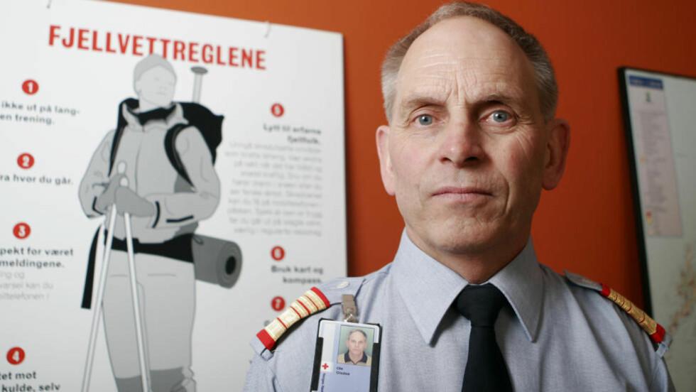 IMPONERT OVER FJELLFOLKET: Leder i Røde Kors Hjelpekors Ole Gladsø, er fornøyd med folks kunnskap om fjellvettreglene. Foto: Kyrre Lien / NTB SCANPIX