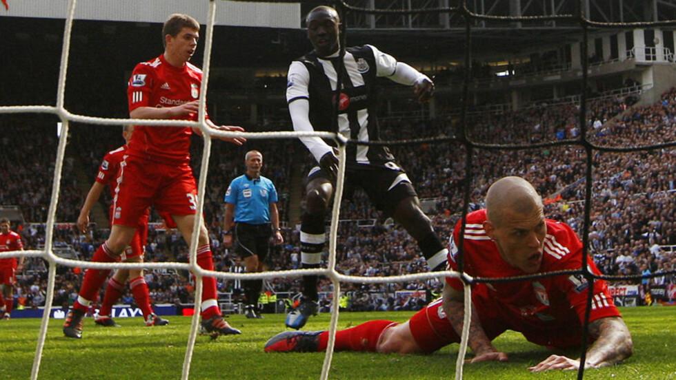 NEDE FOR TELLING: Martin Skrtel og Liverpool tapte 0-2 mot Newcastle søndag, og er Premier Leagues nest dårligste lag siden nyttår. Foto: REUTERS/David Moir