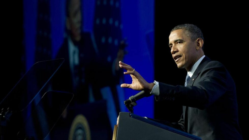 KRITIKK: President Barack Obama brukte sin lunsjtale til amerikanske redaktører til å komme med knallhard kritikk mot Mitt Romney, som seiler opp til å bli hans motkandidat i den kommende presidentkampen. Foto:  EPA/Ron Sachs/NTB-Scanpix