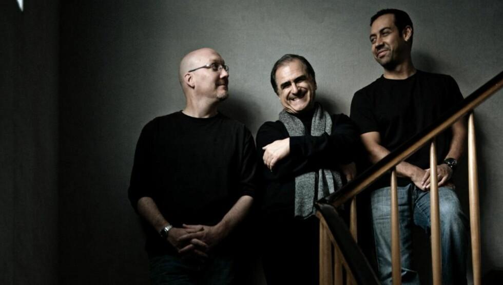 STERK TRIO:  Scott Colley (tv) og Antonio Sanchez flankerer den italienske mesterpianisten Erico Pieranunzi, både visuelt og lydlig.