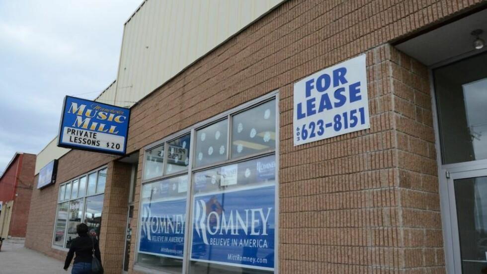 TIL LEIE: Dette bildet av Mitt Romneys valgkampkontor i New Hampshire ble ifølge fotografen tatt 8. Januar, to dager før primærvalget var over i delstaten. Til leie-skiltet var allerede oppe. Foto: Martha Heinemann Bixby/Creative commons