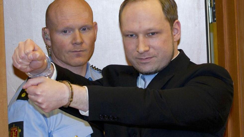 BLIR IKKE INTERVJUET AV CNN: Anders Behring Breivik har ønsket å gjennomføre ett TV-intervju før rettssaken 22. juli, men forhandlinger med både BBC og CNN har ikke ført fram. Foto: AFP/DANIEL SANNUM LAUTEN/NTB Scanpix
