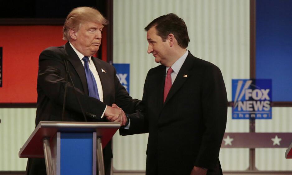 STØTTE: Ted Cruz vil likevel støtte Donald Trump og stemme på ham. Det melder Cruz selv i kveld. Her under en debatt mellom dem i mars. Foto: Reuters / NTB scanpix