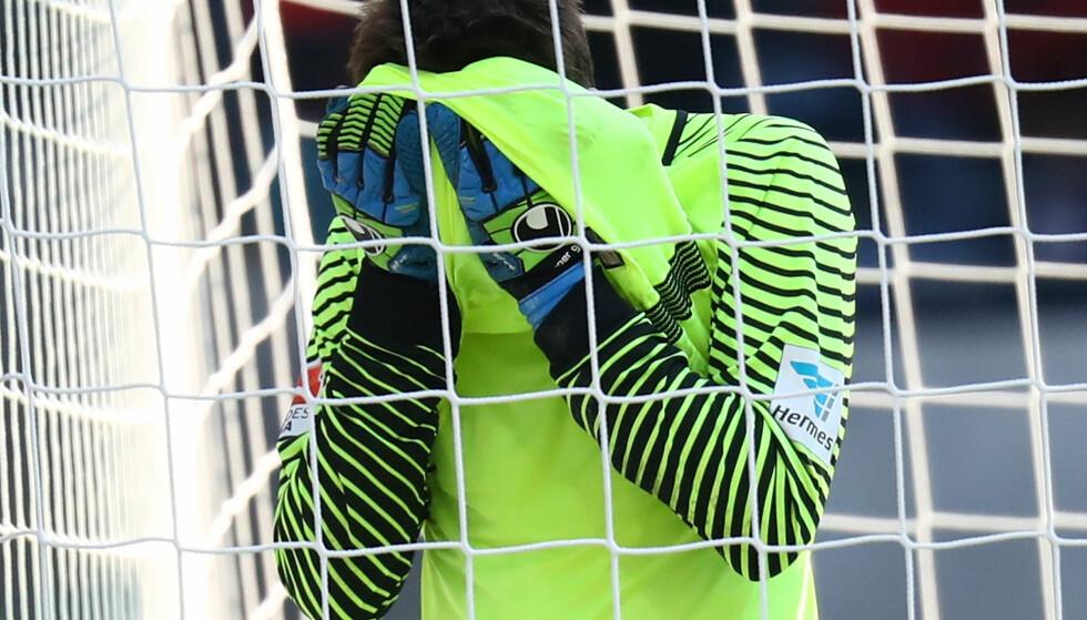 SLAPP INN PÅ OVERTID: Rune Almenning Jarstein måtte se seieren glippe på overtid mot Eintracht Frankfurt.Foto: Reuters/Kai Pfaffenbach/NTB Scanpix